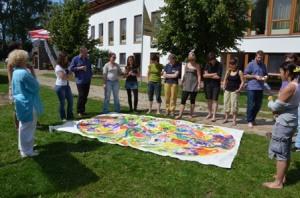 """Aufgabe """"Klimawandel& Gerechtigkeit"""" mit Birgit Wette (links im Bild)"""