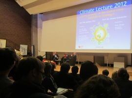 A debate by Prof. Otmar Edenhofer, Petra Pinzler and Prof. Time Jackson (from left to right)